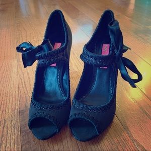 Betsey Johnson Sz 6M Black Satin Peep Toe Heels